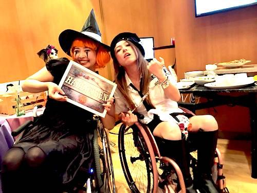 (仮装した)梅津絵里さんと中嶋涼子さん