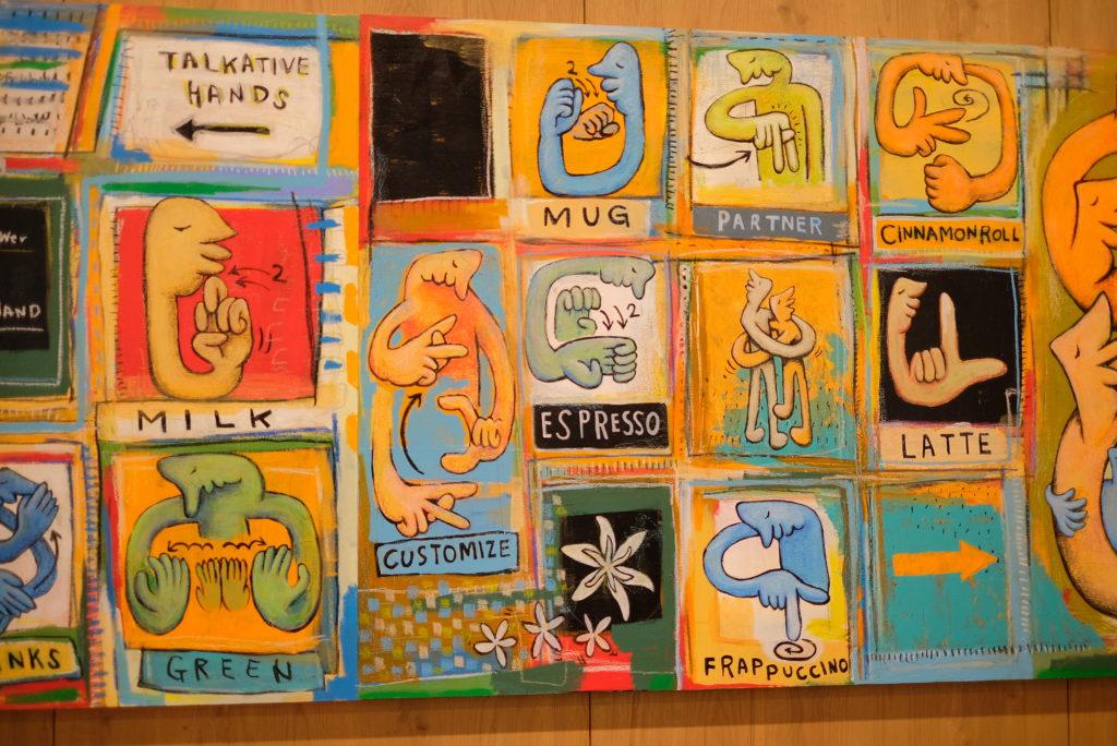 店舗内の手話を描いたアート作品